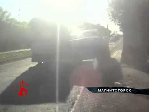 Автоледи и фургон столкнулись на дороге в Магнитогорске