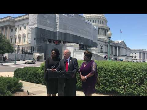 """Steve King unveils """"Diamond and Silk Act' named for conservative YouTubers"""
