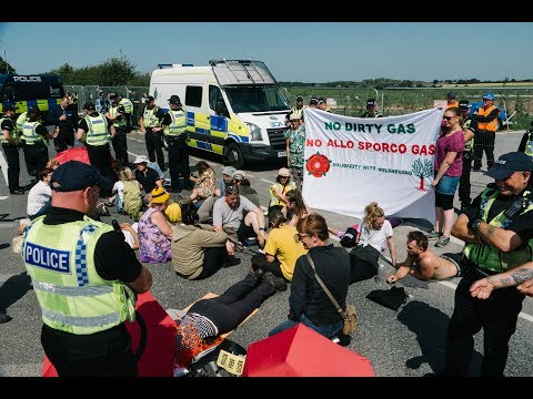 Activists block Lancashire fracking site in support of Italian pipeline struggle - July 2017