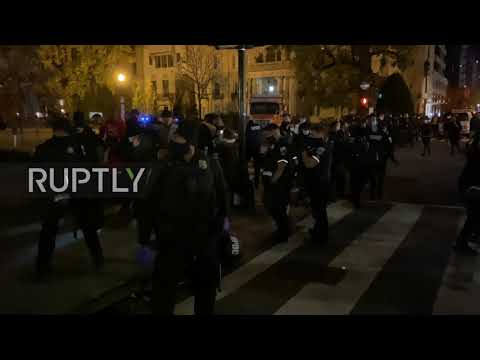 USA: Clashes as police disperse Trump supporters and counter-protesters in DC