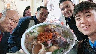Các cầu thủ bóng đá VN người Hà Nội mời HLV Park Hang Seo ăn Phở ở đâu #hnp