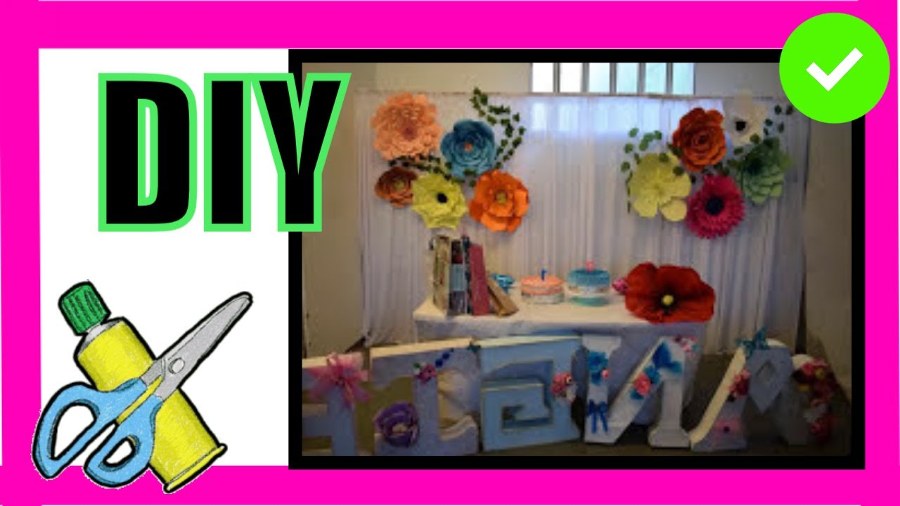 Decoración fiesta cumpleaños con flores y letras en 3 D Decoration party with flowers and 3D