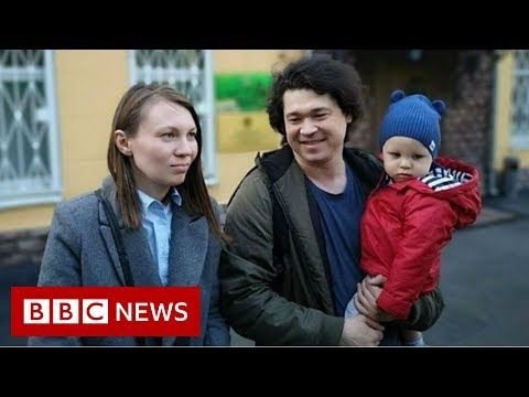 Russian couple filmed at protest may lose children - BBC News