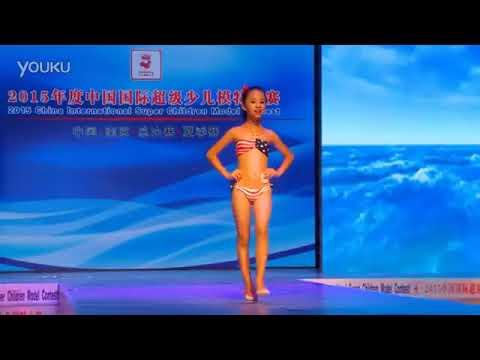 Si YuePosando En Joven Baño Modelo De China Traje PTOkiXZu