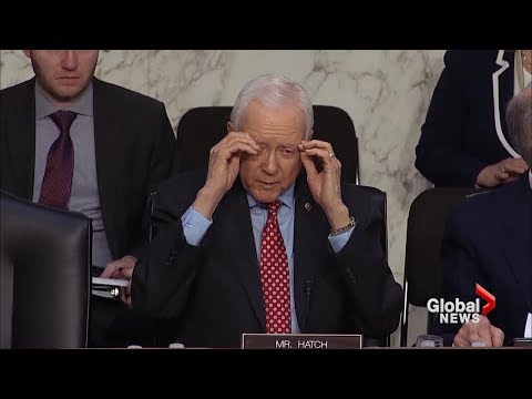 U.S. senator removes glasses that aren't there