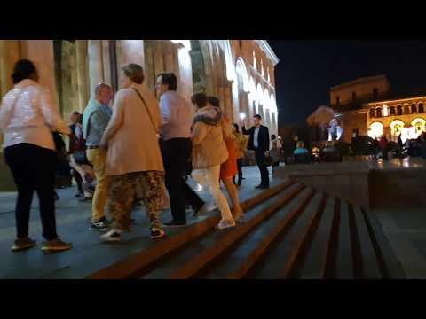 Ереван. Иностранцы танцуют ..Yerevan. Aliens Are Dancing.Երևան Այլմոլորակայինները պարում են