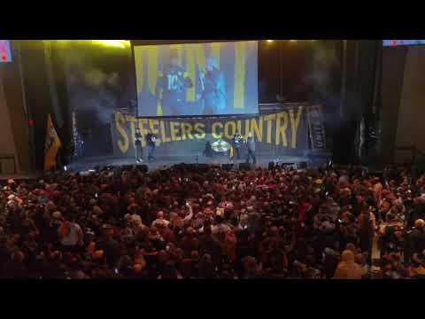Santonio Holmes speaks at the Steelers pep rally