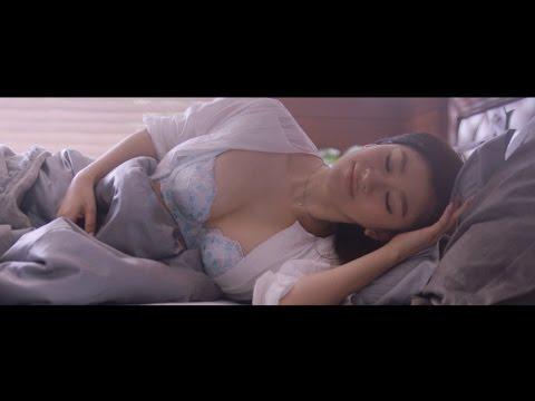 """篠原涼子、""""うっとりするような谷間""""披露 トリンプ『天使のブラ スリムライン』CM「2016年 夏」篇"""
