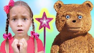 София играет на Детской площадке и потеряла свою Любимую Игрушку