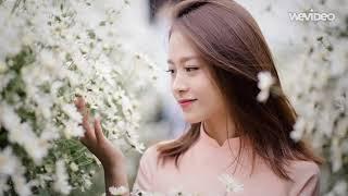Cách tạo dáng với hoa xinh đẹp cho bạn gái
