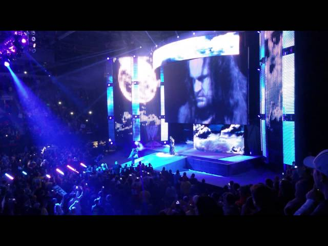 The Undertaker Returns! WWE RAW in Green Bay, WI Travel Video