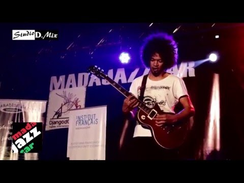 Joel Rabesolo Trio - Omby Makaiza