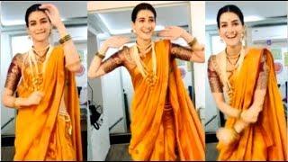 Gambar cover Kriti Sanon's CUTE Video Doing Lavni DANCE On The Sets Of Panipat Movie