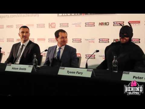 Tyson Fury wtargnął na konferencję z Władimirem Kliczką w przebraniu Batmana