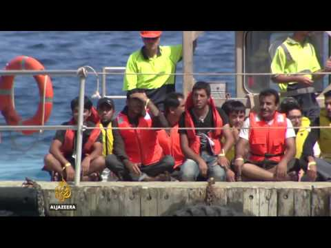 Papua New Guinea to close Australian refugee centre