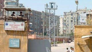 Diyarbakır E Tipi Kapalı Cezaevi Kulelerine Ses Bombalı Saldırı