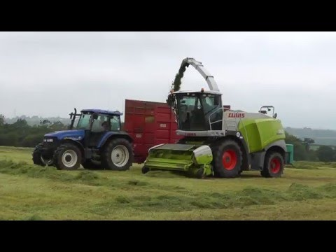 Silaging with Claas Jaguar 960, with Case and New Holland action.