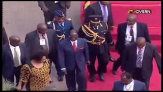 Mugabe struggles to walk in Ghana
