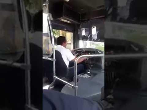 Camionero cantando