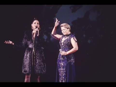 "Natalia Jiménez y Olga Tañon interpretando ""Basta Ya"" en Premio Lo Nuestro 2018"