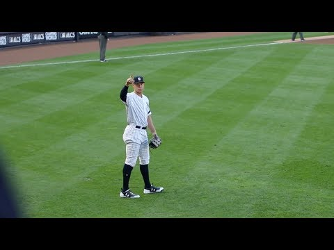 Aaron Judge doing it again (2017 ALCS Game 4 at Yankee Stadium )
