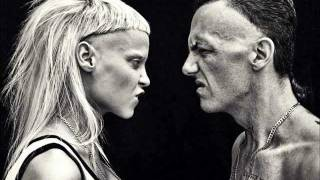 Die Antwoord - She Makes Me A Killer (lyrics)