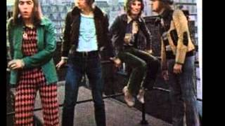Watch Slade All The World Is A Stage video