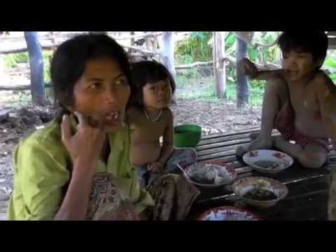 VLOG #45 A VERY poor family in Prey Tralach Cambodia