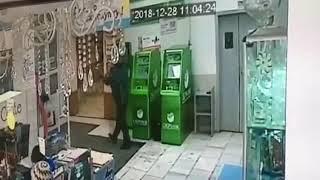 В Брянске момент кражи попал на видео
