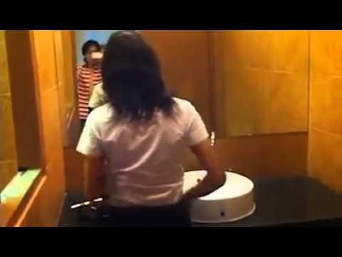 ดาราดังนุ่น (อีแพง) ถอดเสื้อโชว์เสี่ยในห้องน้ำ