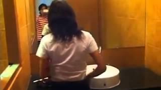 Repeat youtube video ดาราดังนุ่น (อีแพง) ถอดเสื้อโชว์เสี่ยในห้องน้ำ