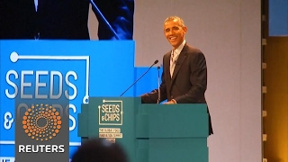 Obama addresses crowds at sold-out Milan food convention