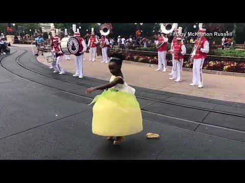 Cool Beans - Dancing Tiana Mesmerizes Disneyworld Crowd