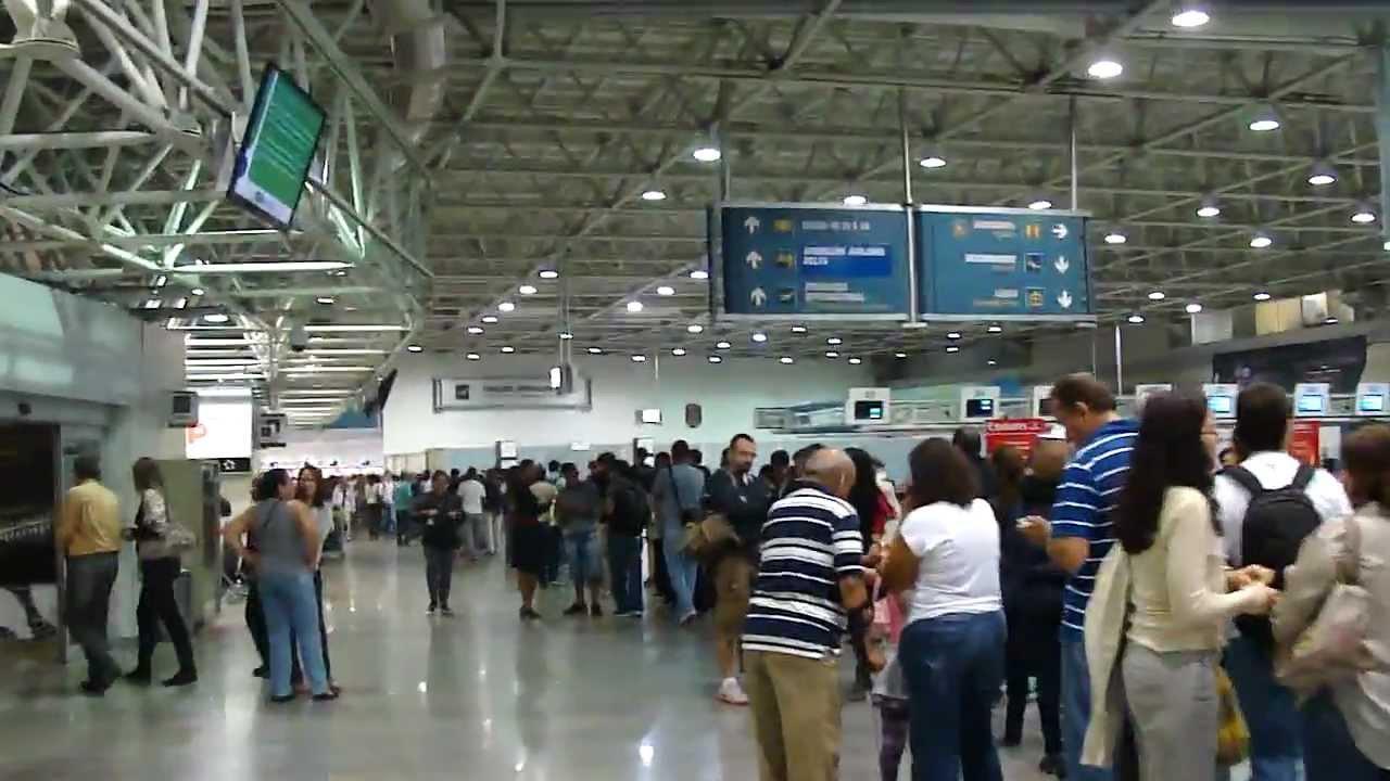 606cea1af2 Fila de 1 hora e 40 minutos no Aeroporto Internacional do Rio de Janeiro ( Galeão) - 10 01 13 - YouTube