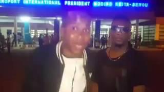 Iba One et Peti Guimba a L'aeroport