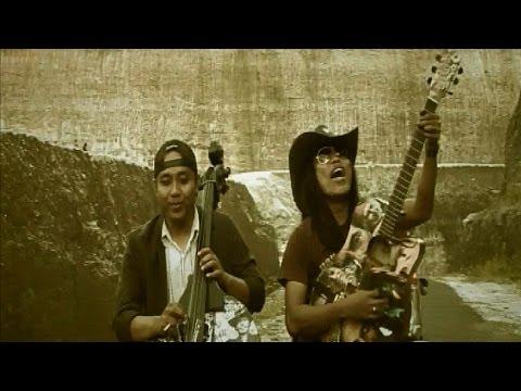 nanoe Biroe - Baduda Ngidamang Bulan (Official MUsic Video)