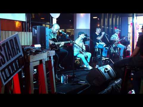 High and Dry - cover Mike's Apartment @mikes_jkt Travel Video