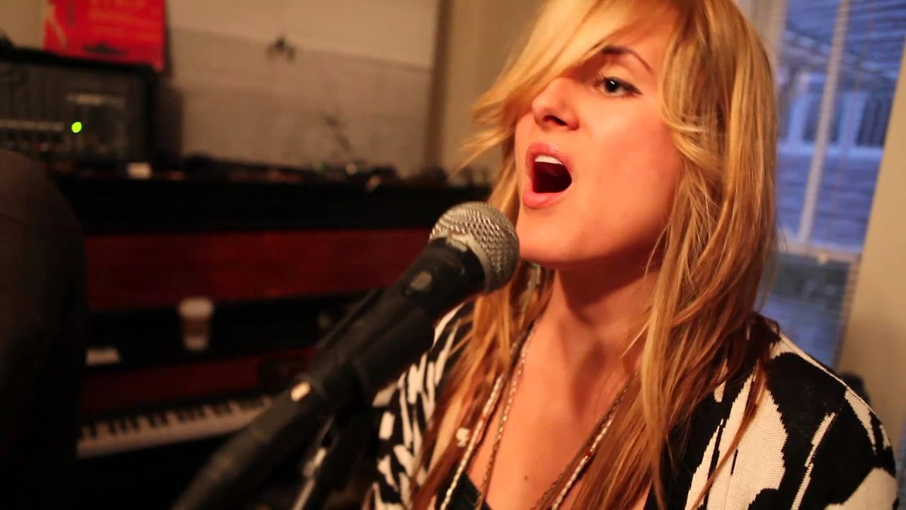 kopecky-angry-eyes-living-room-session-kopecky-official