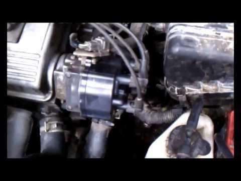 Change the distributor cap on a 96 Toyota Corolla - YouTube