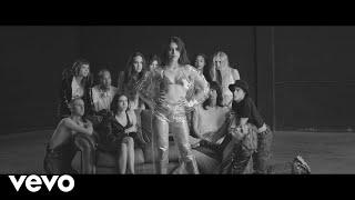 Смотреть клип Gia Woods - New Girlfriend