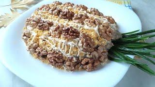 """Слоеный праздничный салат """"АНАНАС"""" с куриной грудкой и грибами."""