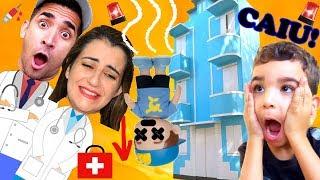Boneco do Luccas Neto! Caiu do Prédio Azul pais fingem ser médicos | DPA | Detetives do prédio azul