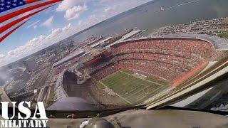 C-130輸送機がNFLの試合会場でフライオーバー(コックピット映像) - C-130 Hercules Flyover in NFL Stadium (Cockpit View)