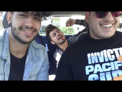 In macchina cercando di cantare!!!