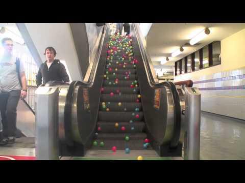 Balls on escalator