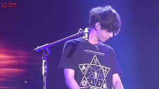 有别于之前的歌曲,接下来华晨宇为现场带来了自己的另外一首极温柔的歌...