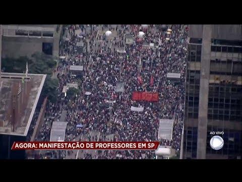 Professores fazem manifestação na Avenida Paulista (SP)