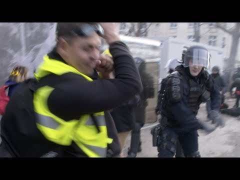 Violence as Yellow Vests face off with police in Paris