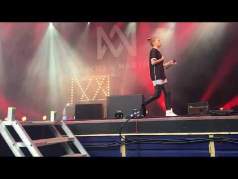 Marcus & Martinus-Ekko (Concert in Tivoli, Denmark!!)