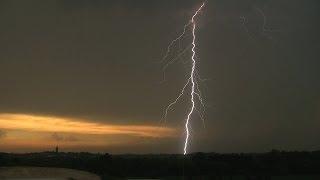 Slabá bouřka s CG blesky / Weak storm lightning